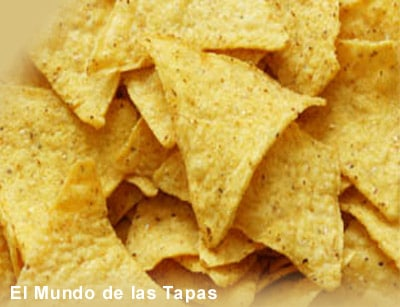 Tortilla patata - Tortilla chips met salsa-dip
